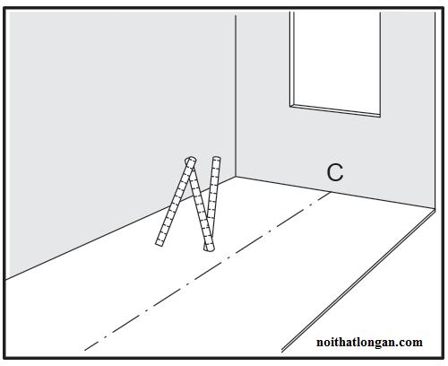 Đo vị trí, chia diện tích ½ bắt đầu lắp từ trung tâm vào các mép tường.